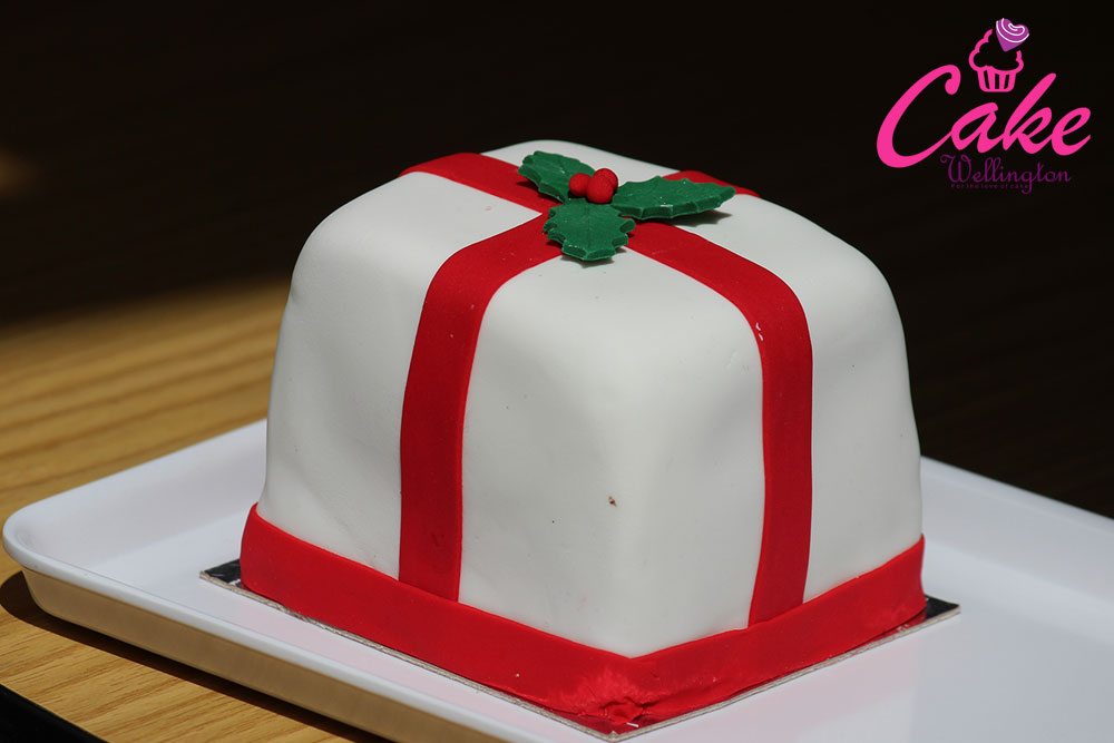 Christmas Cakes And Cupcakes In A Gift Box Order Online